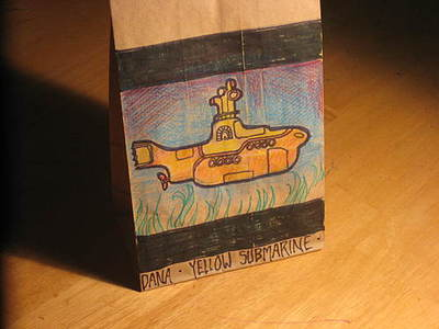 http://www.weirdcoolpictures.com/2008/11/lunch-bag-art.html